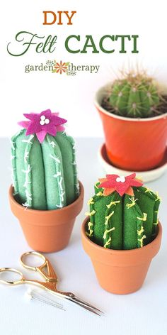 DIY Felt Cacti How Adorable! These make a great table centerpiece for dinner or a party. Great party decor diy pin cushions These Soft and Cuddly Felt Cacti Will Make You Smile Felt Diy, Felt Crafts, Diy Crafts, Sewing Patterns Free, Free Sewing, Cactus E Suculentas, Cactus Craft, Cactus Decor, Felt Succulents
