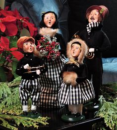 Byers' Choice Carolers — Black/Gold Family