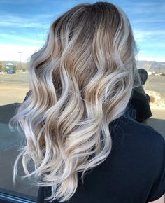 33 stunning hairstyles for medium-long hair Hair Blonde Hair Looks, Blonde Wavy Hair, From Brunette To Blonde, Blonde Hair For Brunettes, Gray Hair, Medium Long Hair, Balayage Hair, Copper Blonde Balayage, Blonde Bayalage