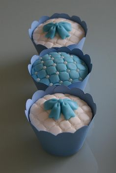 Blue and white cup cakes - brilliant!