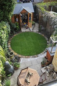 Circular Garden Edging A Circular Lawn With A Brick Border Small Garden Idea Round Garden Edging Ideas Buy Flowers Online Same Day Delivery 9 Fabulous Xeriscape Ideas - bahçe peyzaj ve dizayn fikirleri Do you think your back yard is too small for anythin Small Backyard Landscaping, Backyard Garden Design, Small Garden Design, Landscaping Ideas, Backyard Ideas, Small Patio, Circular Garden Design, Small Garden Plans, Backyard Designs