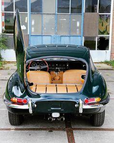 3,792 個讚,26 則留言 - Instagram 上的 G Ξ N T L Ξ M Λ N M O D Ξ R N™(@gentlemanmodern):「 '64 Jaguar E-Type coupé Series 1 #racinggreen with sexy cognac interior! #Drivetastefully… 」