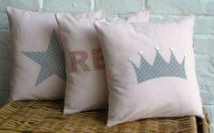 coussins en appliqué Boy Room, Kids Room, Modern Cushion Covers, Deco Kids, Bed Pillows, Cushions, Love Couture, Diy Cushion, Sewing Pillows