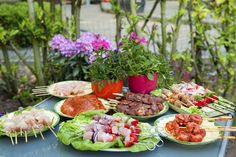 A lot of buyers are attracted to cul-de-sac #homes and a little block #party may be just the thing to draw them in to your #openhouse. #Grilling some #burgers out front and inviting the #neighbors over you some extra exposure for passersby.