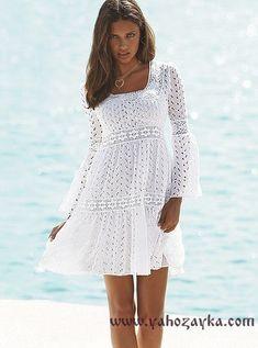 Платье с кокеткой спицами с описанием. Белое платье спицами с ажурной вставкой.