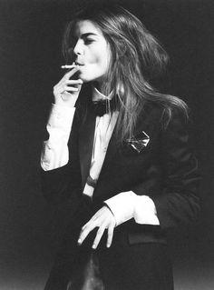 woman tuxedo bowtie smoking model // Plus Le Smoking, Women Smoking, Girl Smoking, Androgynous Fashion, Tomboy Fashion, Style Fashion, Poses, Estilo Tomboy, Tuxedo Jacket
