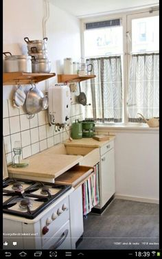Reminds me of our old Dutch kitchen growing up! Kitchen Cart, Kitchen Dining, Kitchen Cabinets, Kitchen Tools, Kitchen Sink, Kitchen Ideas, Good Old Times, The Good Old Days, Cozinha Shabby Chic