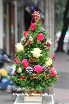 Send christmas flowers to Saigon (Hochiminh city)  #flowers #christmas #saigon #hochiminhcity