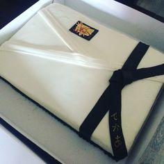 Karatepak cake zwarte band taart