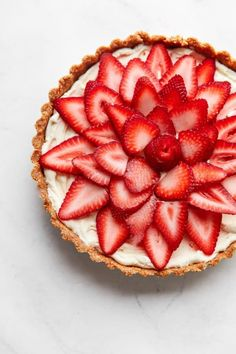 NO BAKE Strawberry Tart with a creamy almond mascarpone filling. This elegant tart recipe comes together quickly, is perfect for spring or summer, and requires only a handful of ingredients! #strawberry #recipe #dessert #nobake #easy #abeautifulplate #almonds