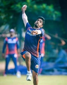 The cricketer Jasprit Bumrah has now finally revealed the secret of his accurate Yorkers and credited tennis ball cricket for his pinpoint accuracy. Mumbai Indians Ipl, The Pacer, Cricket Wallpapers, World Cricket, Upcoming Series, Cricket Sport, 25 Years Old, Bowling, Things That Bounce
