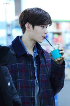 Handsome Korean Actors, Handsome Boys, Astro Songs, Cha Eunwoo Astro, Lee Dong Min, Kdrama Actors, Cute Korean, True Beauty, Boyfriend Material
