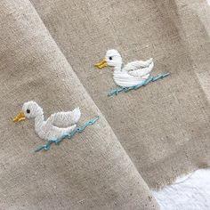 오리가 둥둥~~ #자수타그램 #자수 #embroidery #stitch #刺繍作家 #刺繍 #프랑스자수 #케이블루의자수 #케이블루 #刺繍教室 Embroidery Hoop Art, Hand Embroidery Designs, Cross Stitch Embroidery, Embroidery Patterns, Crewel Embroidery, Embroidery On Clothes, Sewing Crafts, Needlework, Inspiration