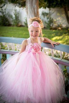 Pink Flower Girl Dresses, Girls Tutu Dresses, Vintage Girls Dresses, Flower Girl Tutu, Tutus For Girls, Dress Girl, Fall Tutu Dress, Emerald Wedding Colors, Light Pink Flowers