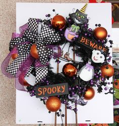 The two characters plus the bow, form a triangle, fill in with signs and add balls! Scary Decorations, Halloween Door Decorations, Halloween Trees, Halloween Boo, Halloween Projects, Holidays Halloween, Haunted Halloween, Happy Halloween, Diy Projects