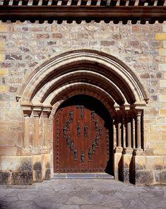 ETAPA 3 - Santo Toribio de Liébana #Cantabria #Spain #2017AñoJubilarLebaniego #caminoLebaniego www.caminolebaniego.com Monuments, All About Spain, Places In Spain, Old Doors, Entrance Doors, Beautiful Buildings, Spain Travel, Wanderlust Travel, Barcelona Cathedral