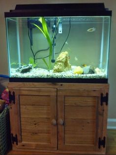 Picture of pallet wood fish tank stand - I like the hinges as a feature