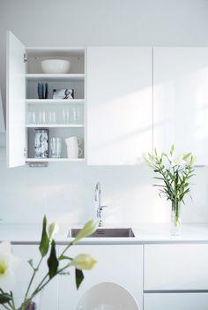 Char and the city - Kaj Franck, Iittala - Francktastic Kitchen Inspirations, Dining Room Decor, Decor, Interior Design, Home Kitchens, Interior, Black And Grey Kitchen, Lets Stay Home, Home Decor