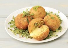 Spicy cheese and bacon croquettes Tasty, Yummy Food, Spicy, Bacon, Cheese, Drink, Lifestyle, Cooking, Breakfast