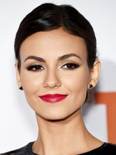 Victoria Justice's Summer-Red Lips, Plus More Celeb Beauty! via @byrdiebeauty