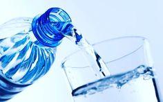 Oi Oi. ..  #dica valiosa para saúde para quem quer perder peso e para a vida. Beber água ...muita água !! Como eu faço?  Pela manhã eu bebo 1 litro coloco 2 garrafinhas de 500 ml a minha disposição e vou bebendo aos poucos. Depois do almoço tenho mais dificuldade mas faço a mesma coisa. Com isso bebo 2 litros de água até as 16 horas!  Geralmente eu treino a noite e durante o treino eu bebo 500 ml de água e após mais 500 ml.  Durante o dia são 3 litros !! É meu máximo até hoje porém com o…