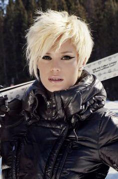 bright blonde layered hairstyle