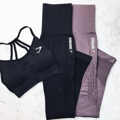 The perfect set. @hannaoeberg flat lay gives serves some serious workout style inspiration.