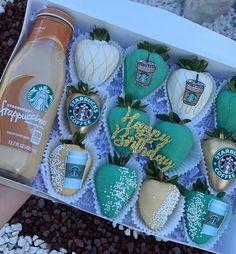 Buffet Dessert, Dessert Boxes, Chocolate Covered Treats, Chocolate Dipped Strawberries, Chocolate Hearts, Chocolate Molds, Cupcake Cake Designs, Cupcake Cakes, Strawberry Ideas