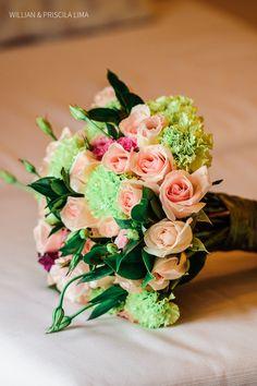 Buquê de Noiva Colorido para Casamento na Praia. Bouquet com Rosas.