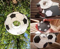 bastelidee für DIY Fußball-laterne aus papier Soccer Party, Soccer Ball, Kids And Parenting, Graduation, Meet, Paper, Football Cakes, 5th Birthday, European Football
