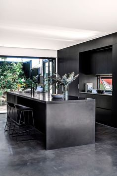 Kitchen Interior Design - Mason Cowle of Ellivo Architects tailored a lofty and airy contemporary retreat for his family on a difficult, sloping site in Brisbane's inner city. Home Bar Decor, Home Decor Kitchen, New Kitchen, Awesome Kitchen, Concrete Kitchen, Kitchen Flooring, Concrete Bench, Kitchen Countertops, Kitchen Cabinets
