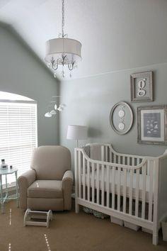 grey and silver nursery / habitación infantil gris y plata