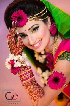 Bridal Makeup Tips and Step by Step Tutorial - - Indian Wedding Poses, Indian Bridal Photos, Indian Wedding Couple Photography, Bride Photography, Bridal Makeup Tips, Indian Bridal Makeup, Bridal Photoshoot, Making Ideas, Mehndi