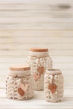 DOS CASAS Crochet Decoration, Crochet Home Decor, Mason Jar Crafts, Bottle Crafts, Crochet Basket Pattern, Crochet Patterns, Lace Jars, Crochet Jar Covers, Crochet Cup Cozy