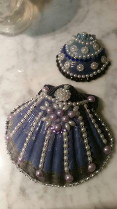 Seashell Painting, Seashell Art, Seashell Crafts, Beach Crafts, Rock Crafts, Diy Arts And Crafts, Crafts To Make, Sea Jewelry, Seashell Jewelry