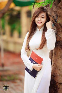 Watch Cam porn videos for free, Visit to watch Vietnamese Traditional Dress, Vietnamese Dress, Beautiful Girl Photo, Beautiful Asian Women, Vietnam Girl, Bikini Workout, Ao Dai, Bikini Models, Bikini Fashion