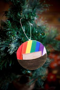 Jesse Tree Ornament exchange - lots of good photos of the ornaments they made Christmas Tree Festival, Rainbow Christmas Tree, Christmas Angels, Christmas Tree Ornaments, Christmas Crafts, Christmas Decorations, Christmas Ideas, Christmas 2019, Vintage Christmas