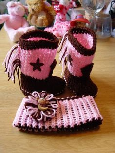 Crochet Baby Girl Cowgirl Crochet Booties Pattern - If you are on the hunt for a Crochet Cowboy Outfit Pattern, we have you covered. You'll love the Crochet Cowboy Hat, Crochet Cowboy Boots and more. Crochet Cowboy Boots, Crochet Baby Boots, Crochet Toddler, Baby Girl Crochet, Crochet Baby Clothes, Crochet For Kids, Cowgirl Boots, Crochet Booties Pattern, Crochet Shoes