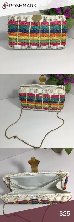 "Vintage Chain Strap Wicker Purse. Vintage Wicker Chain Strap Purse. Great condition   Measurements   Length 9.5"" height 5.5"" Chain strap 20"" Vintage Bags Mini Bags"
