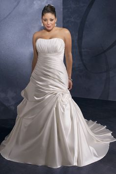 Fashionable A-line Wedding Dress with Symbolic Ruches