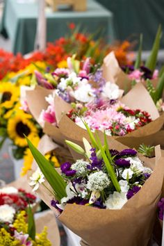 Don't Buy Flowers on the Wrong Day  Many retailers receive their flower shipments on Friday mornings (in preparation for the weekend rush) and Mondays (when they need to replenish stock), but you should get to know the clerk who stocks the flowers at your local supermarket or corner store, who can tell you the exact delivery days, says entertaining expert Matthew Mead.