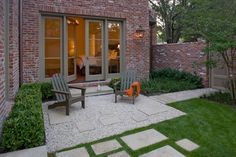 pavers & gravel, clean design, pavers scattered in lawn, neat hedges