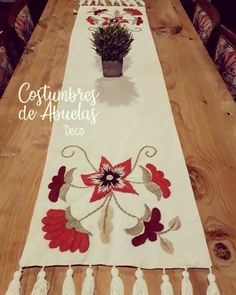 Mexican Embroidery, Crewel Embroidery, Hand Embroidery Designs, Christmas Crafts, Christmas Tree, Table Runners, Home Crafts, Projects To Try, Table Decorations