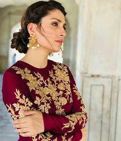 Beautiful Pakistani Dresses, Pakistani Formal Dresses, Nikkah Dress, Pakistani Wedding Outfits, Pakistani Dress Design, Indian Dresses, Shadi Dresses, Indian Suits, Bridal Mehndi Dresses