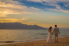 Sunset at the beach!   This was taken in Ilha Bela - São Paulo by Rafael Bem.  That incredible sunset was only possible after processing the RAW file from a canon 6D  #dreamwedding #wedding #beachwedding #outdoorwedding #sea #ilhabela #weddingphotography #bemfoto #photography #sunset #couple