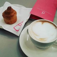 Lontano dalla MFW!! un piccolo angolo di Milano....dove i dolci sono un sogno...  #milano #theplacetobe #milanocityofficial #milanodavedere #italiangirl #italy #beitalian #france #fashionista #foodporn #instafood #fashionfood by mrs.fmlove