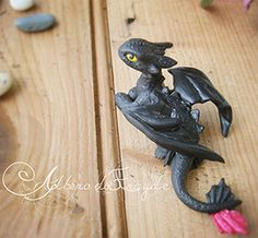 Action figure realizzata a mano del drago Sdentato del film Dragon Trainer. Handmade action figure of Toothless (How to Train Your Dragon).