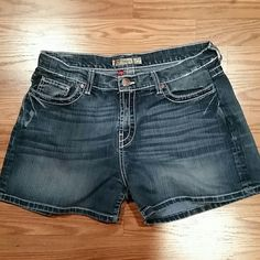 Womens BKE Drew Jean Shorts 34 Womens Drew Style shorts Size 34  No holes/stains - some wear on back side pic provided Item# 341 Price is firm on this item - I purchased them on poshmark and they didn't fit so I am just trying to get my $$ back BKE Shorts Jean Shorts