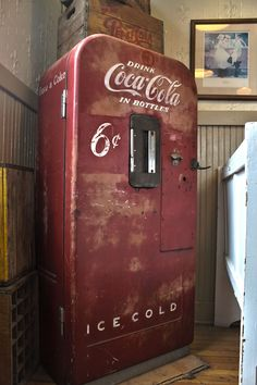 I Thought This Was Cool Cola Stuff In 2019 Coca ColaYou can find Coca cola and more on our website.I Thought This Was Cool Cola Stuff In 2019 Coca Cola Coca Cola Decor, Coca Cola Drink, Cola Drinks, Coca Cola Bottles, Pepsi Cola, Coca Cola Vintage, Soda Machines, Vending Machines, Coke Machine