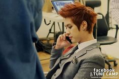I love his hair like this! But I gotta admit I miss his smoky girl hair a lot <3